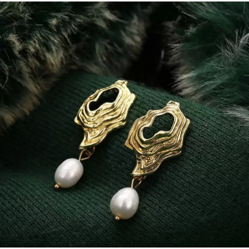 Calero Pearl Drop Earrings
