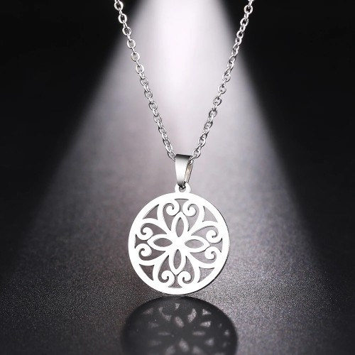 Exquisite Pendant Necklace in Silver
